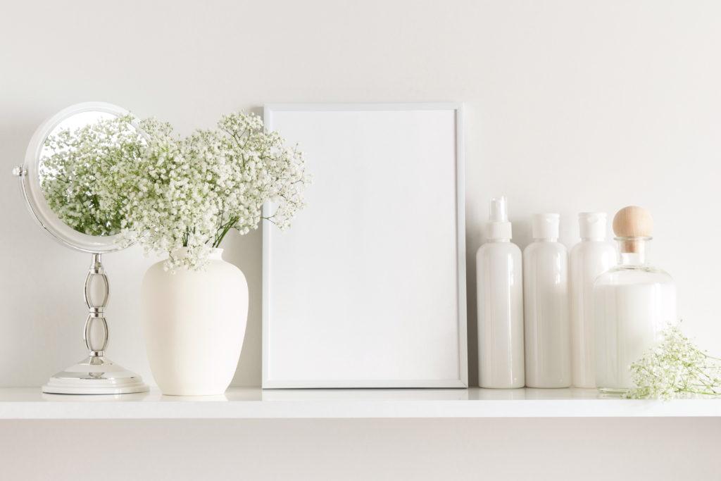 鏡と基礎化粧品