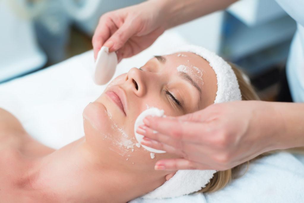 美容皮膚科でニキビ治療